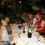 manger avec les pirates